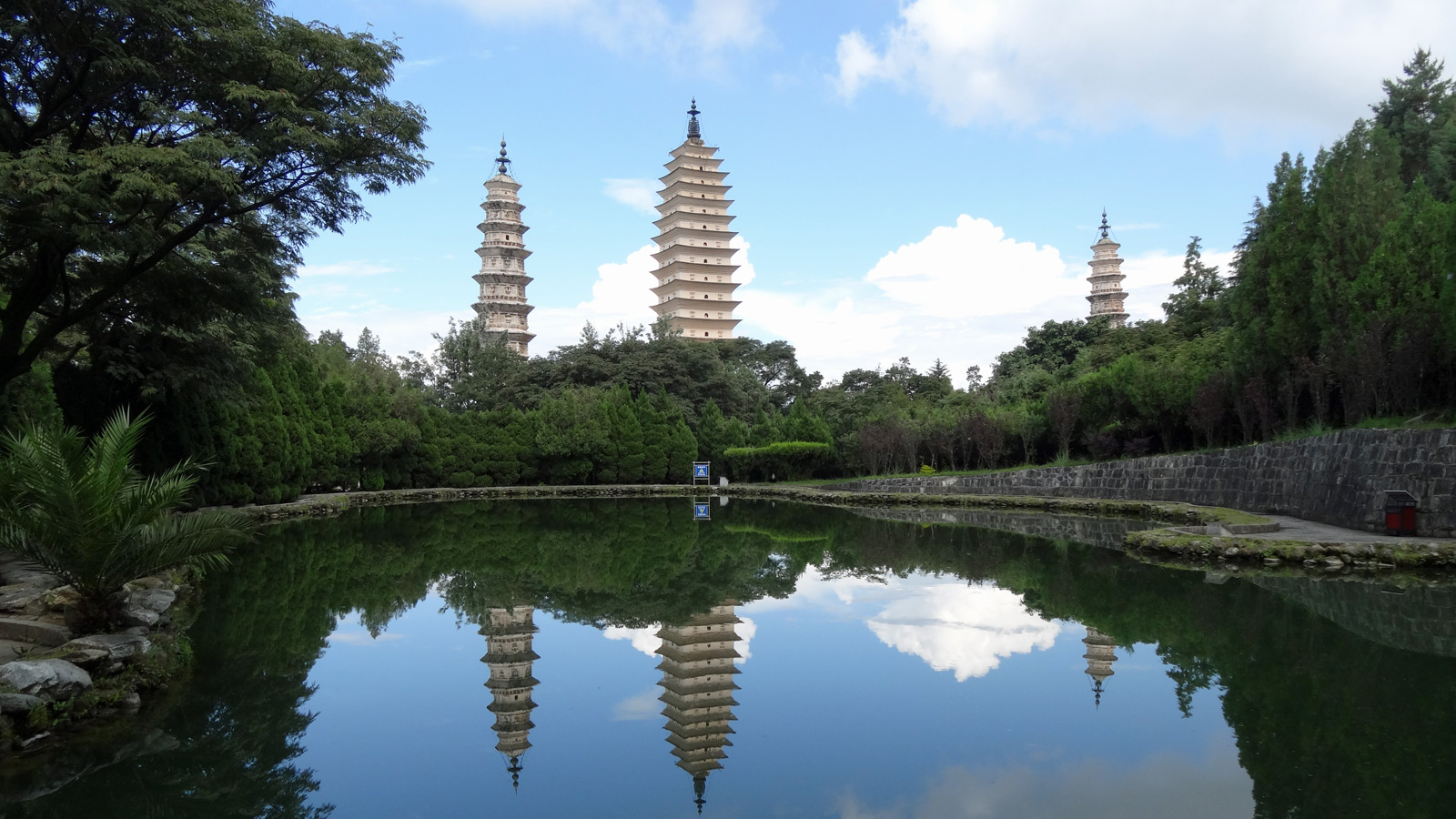 Image result for De 3 Pagoden van de Chongsheng Tempel