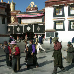 Lhasa-Jokhang27-pelgrims-K2
