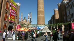 Urumqi-bazaar02-K2004